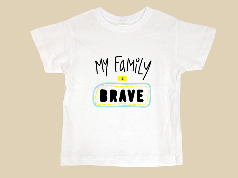 "T-shirt Branca ""My Family is BRAVE"""