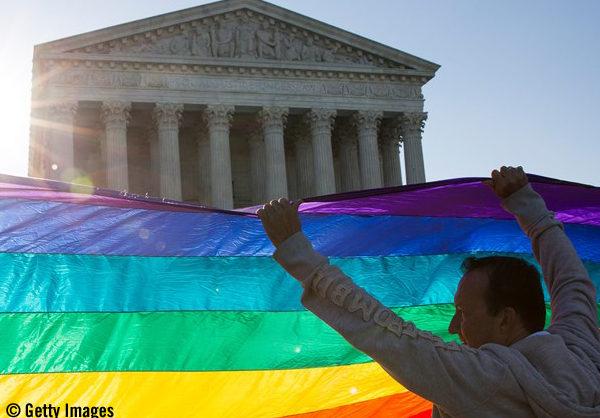 Decisão do Supremo Tribunal dos EUA sobre casamento <em>gay</em> é uma vitória para os direitos humanos