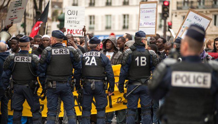Repressão de manifestações em França feita sob a máscara do combate ao terrorismo