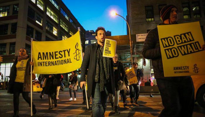 Amnistia Internacional requer informação sobre a ordem executiva que bane dos EUA cidadãos de países muçulmanos