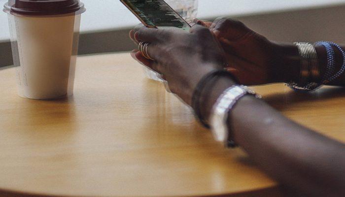 Amnistia Internacional revela o impacto alarmante de abusos online contra as mulheres