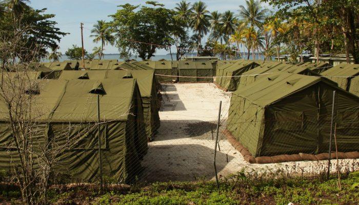 Decisão de tribunal sobre refugiados e requerentes de asilo em Manus põe vidas em risco