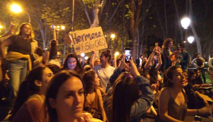 Tribunal em Espanha emite absolvição no caso de violação em grupo em Pamplona