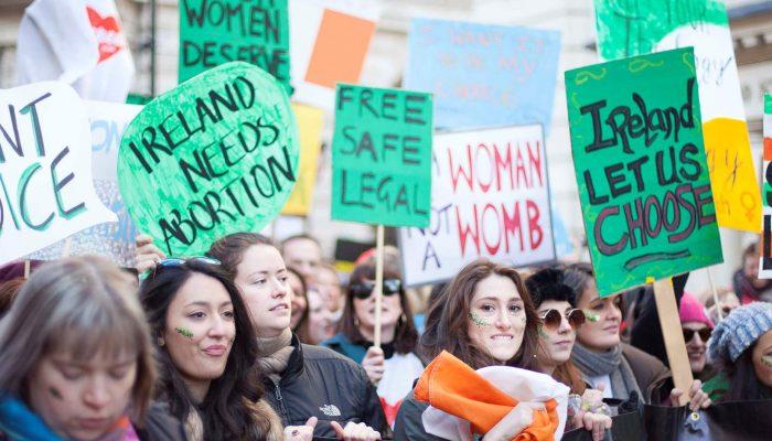 Vitória histórica no referendo de despenalização do aborto na Irlanda dá mensagem de esperança ao mundo
