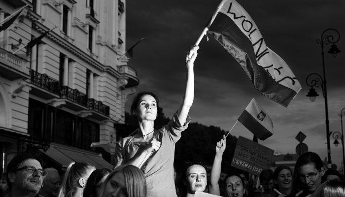 Polónia: Manifestantes pacíficos desafiam repressão crescente ao direito de reunião