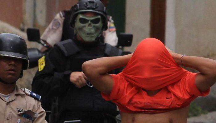 Autoridades venezuelanas têm de parar de criminalizar e matar jovens na pobreza