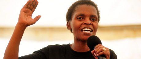 Nonhle Mbuthuma: perseguida por defender a sua terra ancestral