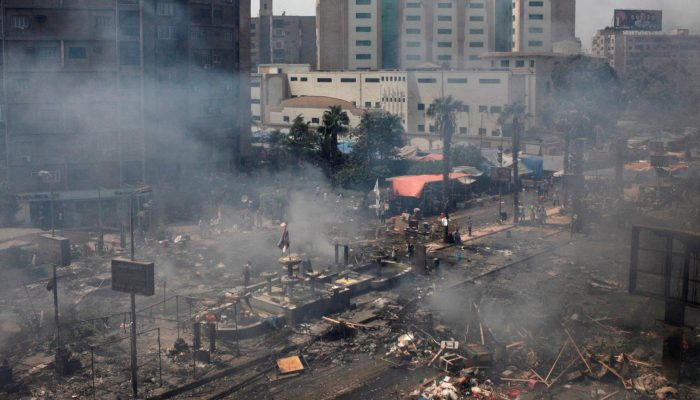 França despreza a lei internacional ao continuar a exportar armamento que é usado para repressão mortal no Egito