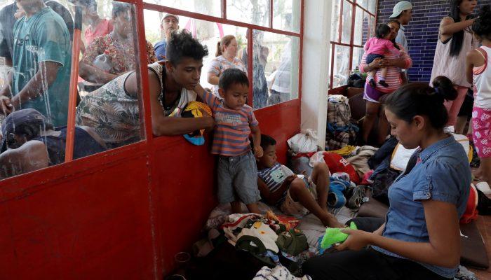 As famílias em perigo na caravana precisam de proteção e esperança