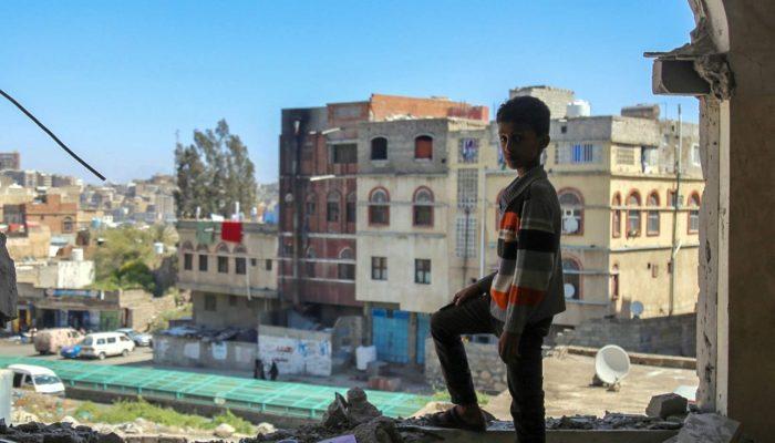 Civis vivem no fio-da-navalha no Iémen enquanto potências mundiais discutem a paz