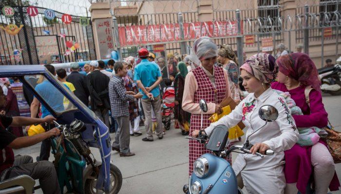 A escolha impossível que enfrentam os uigures que vivem no exterior da China