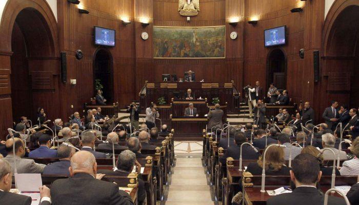 Egito: Emendas constitucionais acentuam repressão contra críticos