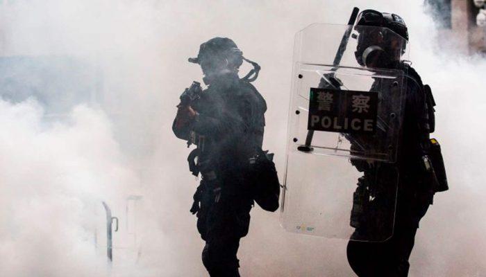 Hong Kong: Evidências de violência policial contra manifestantes