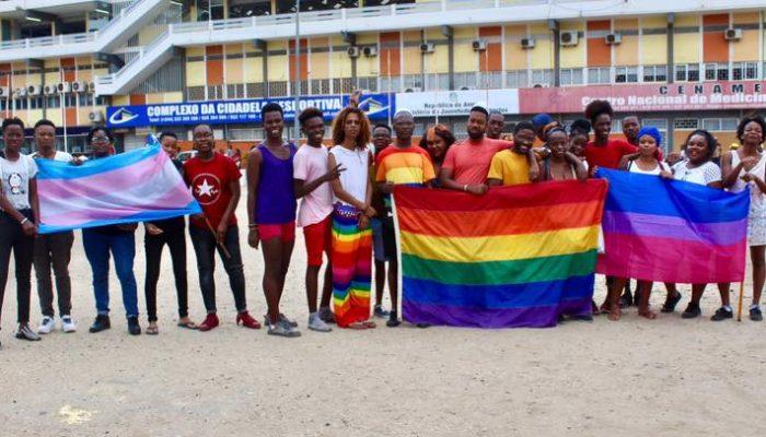 O içar da bandeira LGBTIQ em Angola