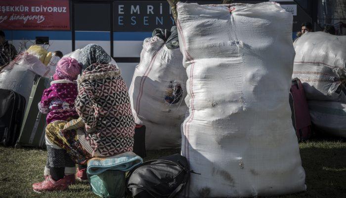 """Turquia deporta refugiados sírios antes da criação da """"zona de segurança"""""""
