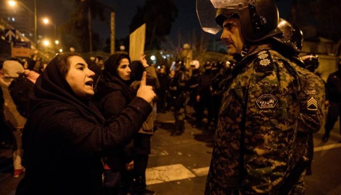 Irão: Repressão de protestos faz dezenas de feridos