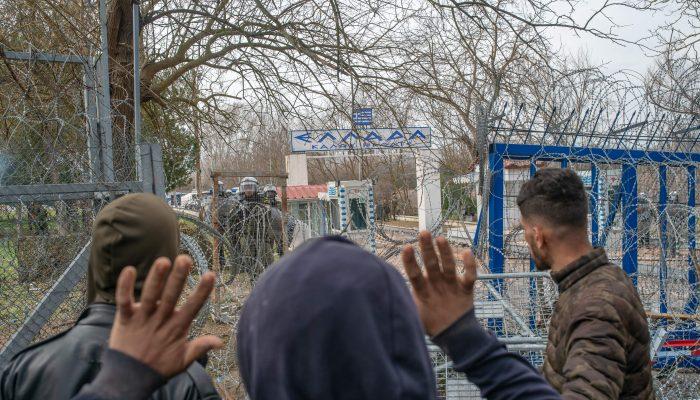 Grécia/Turquia: Requerentes de asilo e migrantes mortos e alvo de abusos