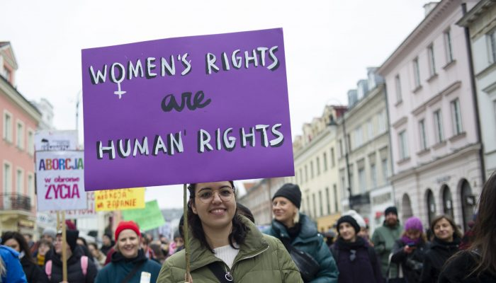 Europa: Milhões de mulheres e raparigas enfrentam insegurança e violência devido à COVID-19