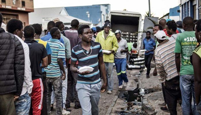 COVID-19: Resposta à pandemia evidencia partidarização da ajuda em países como Angola