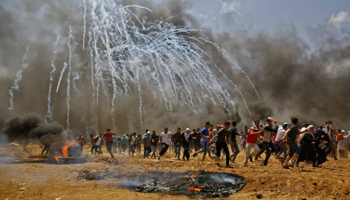 Comércio de gás lacrimogéneo alimenta abusos das forças de segurança em todo o mundo