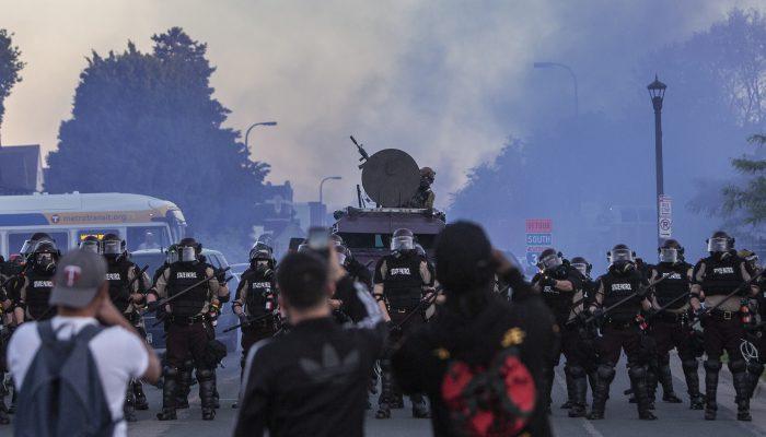 EUA: Nova investigação alerta para padrão continuado de violência policial contra manifestantes