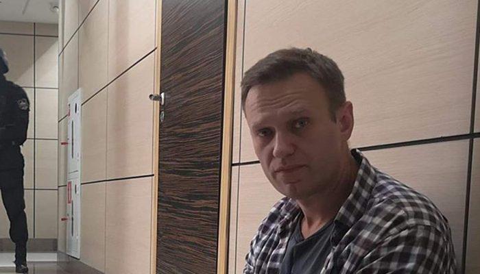 Rússia: Suspeitas de envenenamento do líder da oposição Aleksei Navalny devem ser rigorosamente investigadas