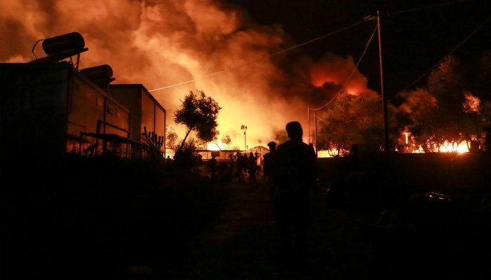 Grécia: Incêndio destrói campo de Moria e deixa 12.500 pessoas desalojadas