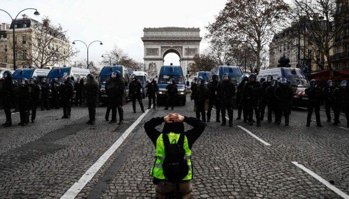 França: Milhares de manifestantes pacíficos punidos em onda repressiva antes e depois da COVID-19