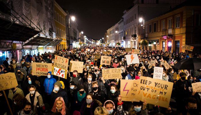 Polónia: Tribunal Constitucional revoga direitos reprodutivos