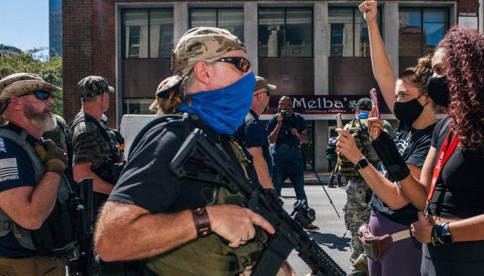 EUA: Polícia não tem protegido manifestantes da violência em vésperas de eleições marcadas pela incerteza