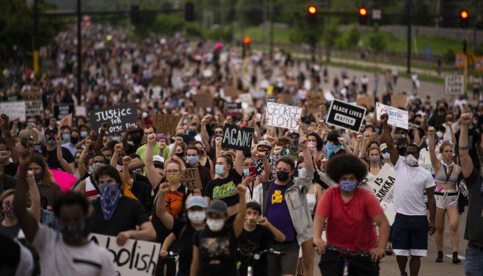 """""""We the People"""": O eco da História e o futuro que espreita"""