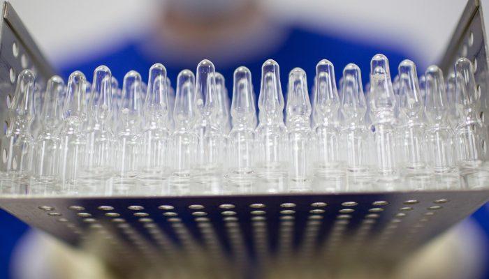 COVID-19: Só uma em cada dez pessoas dos países mais pobres vai ser vacinada em 2021