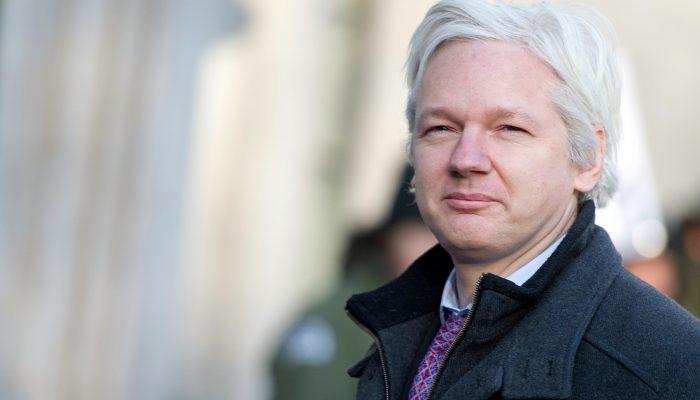 """Decisão sobre a extradição de Assange é bem-vinda, mas expõe """"processo com motivações políticas"""""""