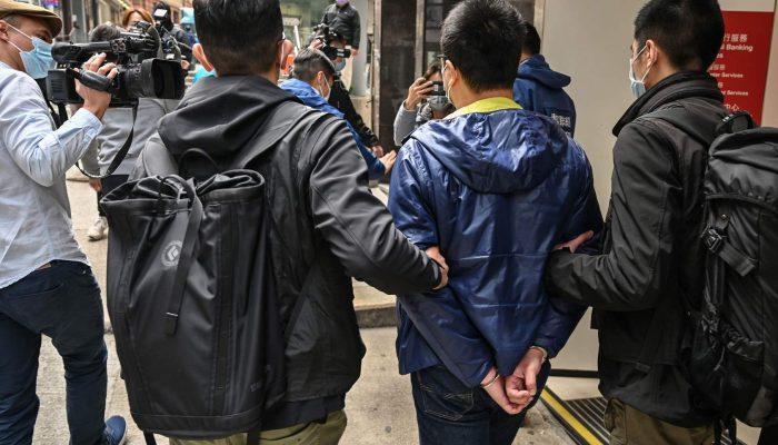 Hong Kong: Detenções em massa de figuras da oposição destacam o poder repressivo da lei de segurança nacional