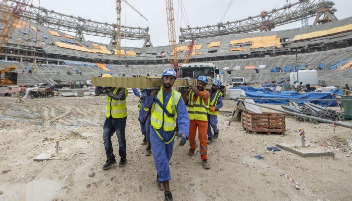 Qatar: FIFA deve agir sobre abusos laborais no arranque do apuramento para o Mundial