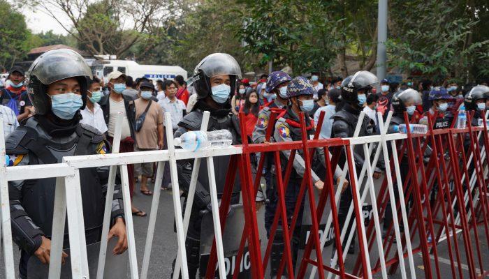 Myanmar: Destacamento de tropas e de vasto arsenal militar para reprimir protestos