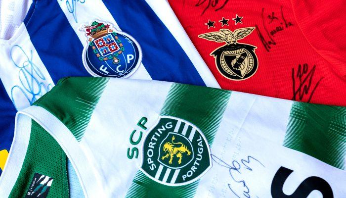 Camisolas autografadas do FCP, SLB e SCP em leilão solidário