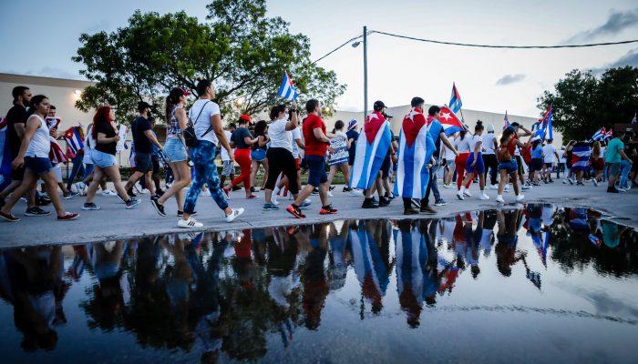 Cuba: Manifestações em massa são grito desesperado a um governo que não escuta