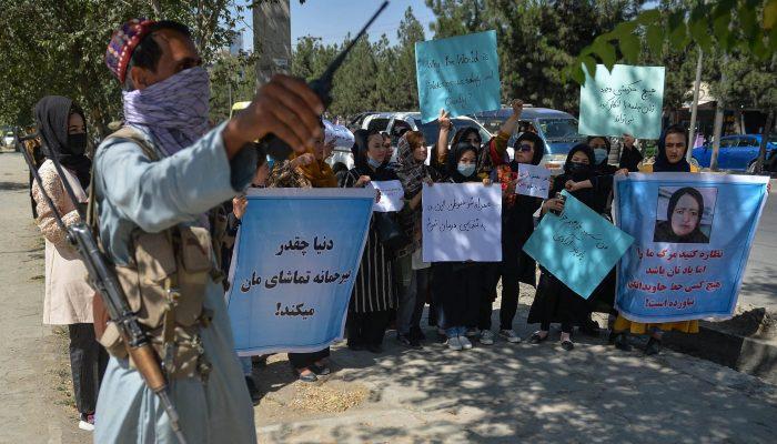 Afeganistão: Repressão violenta de manifestações pelos Talibãs