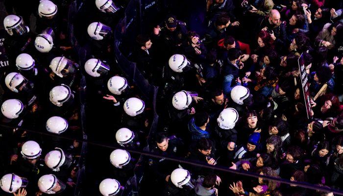 Uso global e indevido de bastões policiais
