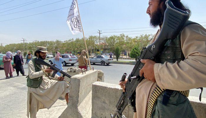 Afeganistão: Execuções pelos talibãs contradizem discurso de moderação