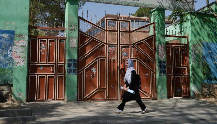 Afeganistão: Talibãs devem permitir regresso imediato e seguro de raparigas à escola